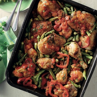 Κοτόπουλο κοκκινιστό µε µπάµιες στον φούρνο #allazoumesinithies | ΑΒ Βασιλόπουλος