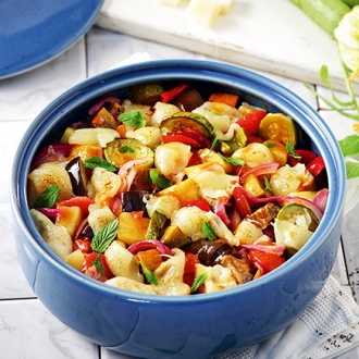 Τουρλού καλοκαιρινών λαχανικών στον φούρνο με δεντρολίβανο και γραβιέρα #allazoumesinithies | ΑΒ Βασιλόπουλος