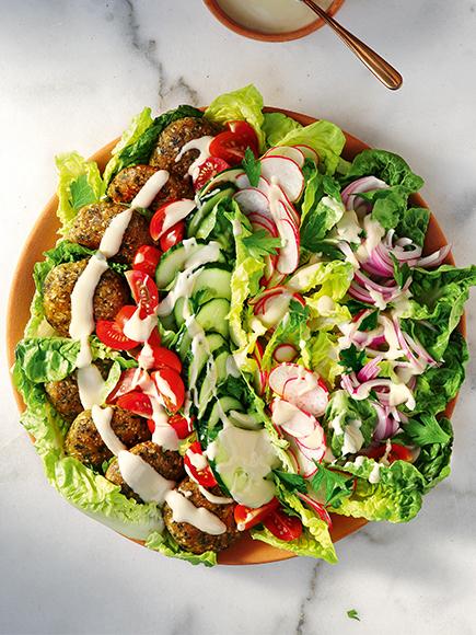 Σαλάτα φαλάφελ με σάλτσα ταχίνι #allazoumesinithies | ΑΒ Βασιλόπουλος