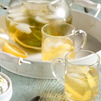 Κρύο τσάι φρέσκου δυόσμου με φλούδες λεμονιού #allazoumesinithies | ΑΒ Βασιλόπουλος