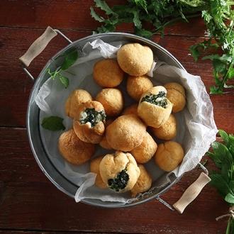 Χορτοτηγανίτες με πλαστό φύλλο στο τηγάνι #allazoumesinithies | ΑΒ Βασιλόπουλος